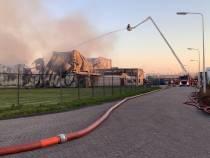 Brandweer Tjalleberd assisteert bij zeer grote brand in Drachten