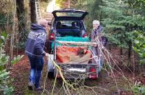Oud hovenier Eeltje Bakker schenkt fruitbomen aan Le Roy tuin