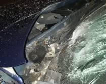 Auto zwaar beschadigd door vuurwerkbom
