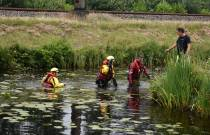 Hulpdiensten rukken massaal uit voor gevonden skelter langs het water