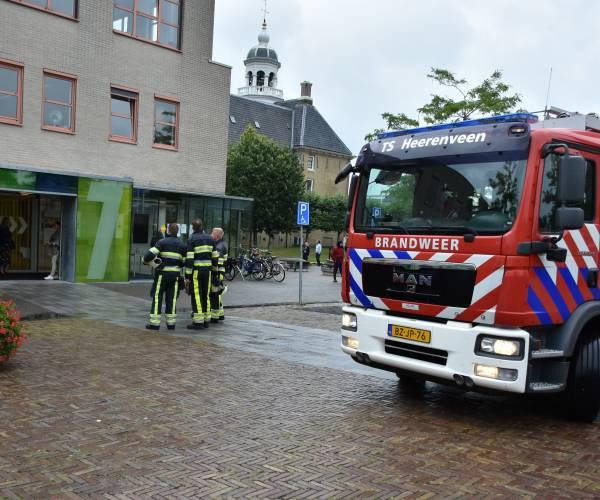 Medewerkers gemeentehuis op straat door brandalarm
