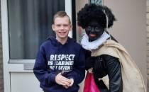 Kinderen in Oudeschoot verrast met bezoekje van groep vrolijke pieten