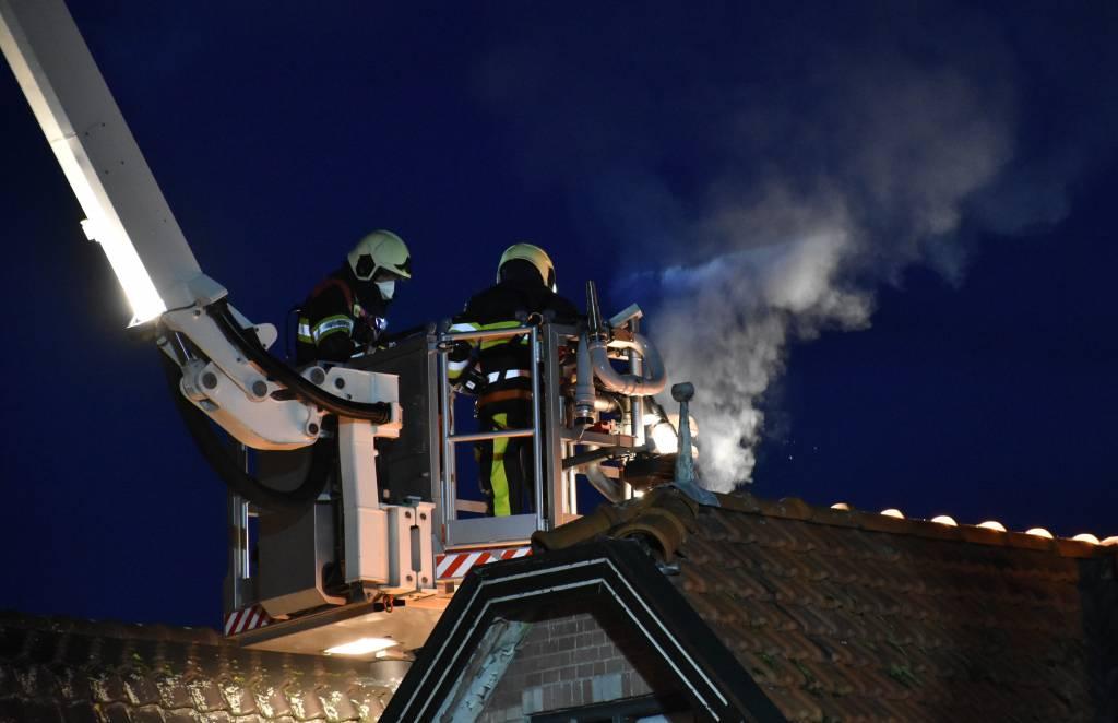 Schoorsteenbrand aan de Marktweg in Oudeschoot.