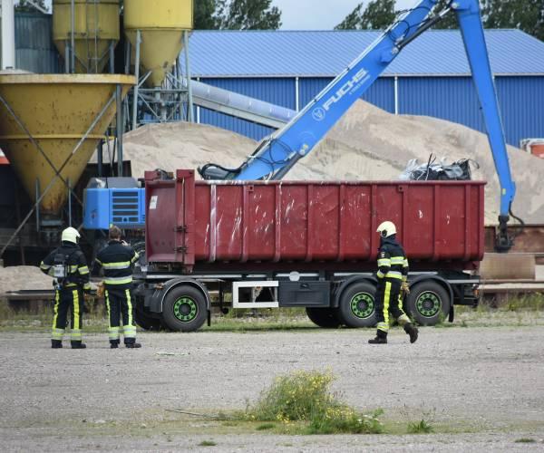 Brand in container met koolstof bij bedrijf aan de Ynfeart in Heerenveen
