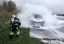 Auto volledig uitgebrand op de Weinmakker in Heerenveen