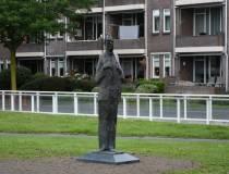 FNP Heerenveen stelt vragen over 'armoedige' onthulling standbeeld Fedde Schurer