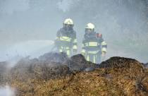 Forse brand in bult groenafval op parkeerterrein aan de Weinmakker