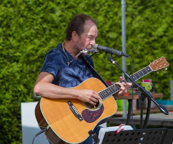 Troubadour Henk Kuyper opent aanstaande zondag Simmerpark 2021