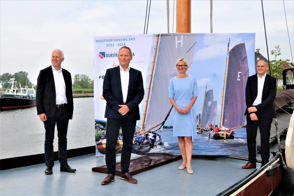 Na de ondertekening, vlnr Jorrit Volkers, René Nagelhout, Renate Venema en Biense Dijkstra