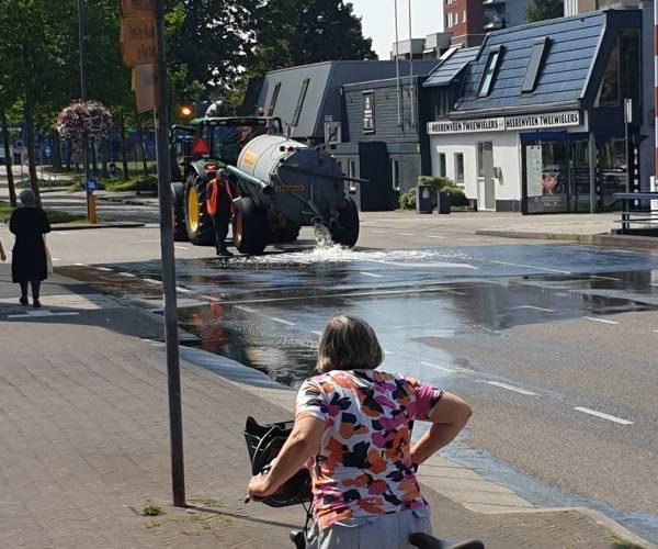 Gemeente koelt bruggen in Heerenveen met water