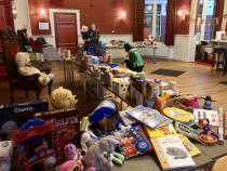 Hoofdpiet bedankt Heerenveen in vlog voor gulle donaties speelgoed