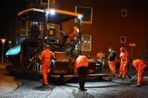 Nachtelijke asfalteringsklus in centrum Heerenveen