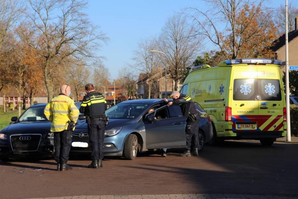 Auto's botsen op kruising in Gorredijk GORREDIJK