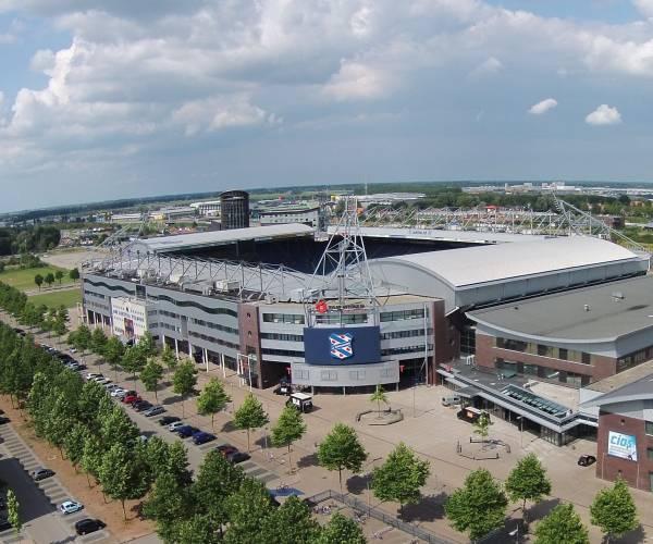 3.400 supporters in Abe Lenstra stadion tijdens wedstrijd tegen PEC Zwolle