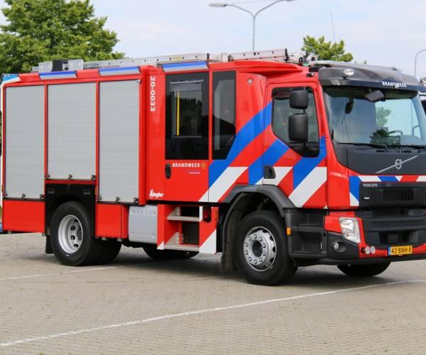 Nieuwe tankautospuit voor brandweerposten Tjalleberd en Nieuwehorne