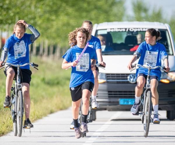 Heerenveen-vrouwen bij finish van 'Cashtafette': streefbedrag binnen handbereik