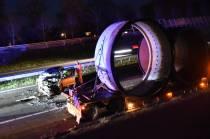 Auto botst achterop vrachtwagen op de A32 bij Oranjewoud